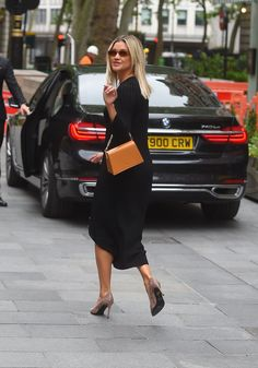 Ashley Roberts, Hollywood Celebrities, Hermes Birkin, Celebs, Street Style, London, Offices, Tops, Hair