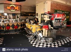 Download this stock image: The interior of Lori's Diner cafe, Ghirardelli Square, San Francisco, california, USA - B6TK5R from Alamy's library of millions of high resolution stock photos, illustrations and vectors.