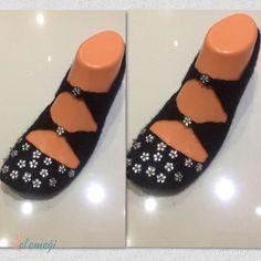 El Örgüsü Patik 25,00 TL Crochet Shoes, Crochet Slippers, Bead Crafts, Diy Crafts, Moda Emo, Piercings, Baby Knitting Patterns, Food Design, Beads