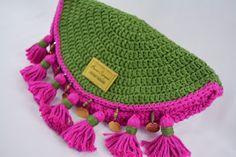 Artesanato com amor...by Lu Guimarães: Aprenda a fazer linda Clutch com Barroco Crochet Bra, Tapestry Crochet, Cute Crochet, Crochet Stitches, Crochet Patterns, Crochet Hats, Crochet Clutch Bags, Crochet Handbags, Crochet Purses