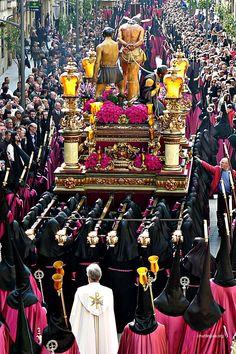 Tarde de Jueves Santo. Holy Week In Spain, La Passion Du Christ, Hispanic Art, Ganesh Images, Jesus Christ Images, Mother Images, Holy Rosary, Blessed Mother, Lent