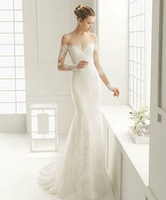 For all feminine brides, if you opt for something more elegant and classy, then this inspiration from @rosa_clara is just for you! We are smitten away by the subtle lace details on the sleeve that injects the right amount of femininity and elegance. The off the shoulder accent and figure-hugging silhouette give an alluring touch with a high dose of romance. Great idea for an intimate and laid-back wedding, who loves this too? Double tap and tag a friend who would!