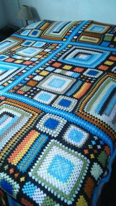Crochet cat granny square afghan patterns 17 Ideas for 2019 Crochet Square Blanket, Crochet Squares, Crochet Granny, Knit Crochet, Granny Squares, Afghan Crochet Patterns, Crochet Stitches, Knitting Patterns, Crochet Baby Socks