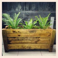 Recycled-Wooden-Pallet-Planter.jpg 630×630 pixels