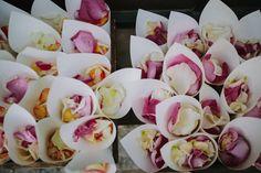 pétalos flores ceremonia www.bodasdecuento.com