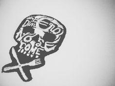 almudena.ruiperezQuisiste mas dinero para alejarte de ti, ganabas dinero pensando que te haría feliz... #dineronosecome #music #bongobotrako #fanart #calavera #skull #bordado #bordadoamano #embroidery #handmade #hechoamano #embroideryart #fashion #fashiondesign #blancoynegro #lobordass #AlmudenaRuiperez