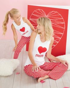Valentines Day Matching Mommy and Me Pajamas >> Just in time for Valentine's Day, we have gathered together some of the cutest matching family pajamas in pretty shades of pinks and reds. Mother Daughter Matching Pajamas, Matching Family Pajamas, Mom And Baby Outfits, Family Outfits, Mother Daughter Fashion, Mom Daughter, Girls Pajamas, Pajamas Women, Family Holiday Pajamas