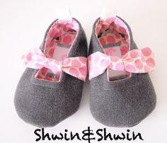 Forget-Me-Knot Shoes {Free PDF Pattern} - Shwin&Shwin