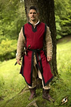 Basic Tabard This tabard is best worn in combination with medieval garb. With a maximum of knightly looks this tabard is especially meant to be worn on a LARP or medieval market. Available Sizes: 3XS; XXS; S/M; L/XL; XXL...