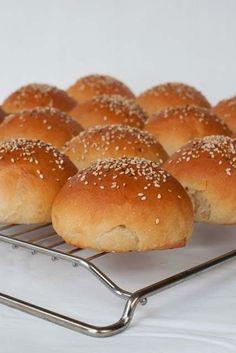 Dit is het ook weer een recept voor brood uit het nieuwe boek van Levine 'Brood uit eigen oven'. Er staan heel veel lekkere dingen in die je allemaal wel wilt proberen. Maar ja, je moet het ook allema