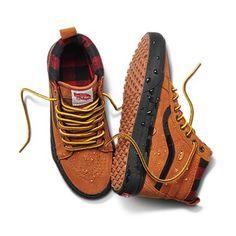Vans Men s Shoes Canvas Slip-On Skate Shoes Vans Boots, Mens Vans Shoes, Skate Shoes, Nike Shoes, Shoe Boots, Sneakers Nike, Vans Men, Top Shoes, Women's Shoes Sandals