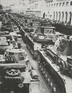 Parade of german tanks in Tripolis