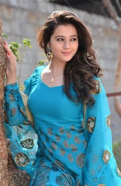 Priyal Gor Sweet HD Wallpaper Images