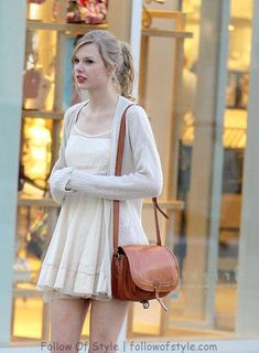 Today we will look at the best outfit styles of, one of the most popular celebrities, Taylor Swift style, with her unique looks! Taylor Swift Outfits, Taylor Swift Hot, Estilo Taylor Swift, All About Taylor Swift, Taylor Swift Fashion, Taylor Swift Casual, Taylor Swift Pictures, Mode Hijab, Looks Style