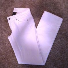 Ann Taylor white jeans Ann Taylor white jeans, NWOT, also have a tiny bit of stretch to them, size 0 Petite Ann Taylor Pants