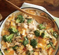 Mom's Creamy Chicken and Broccoli Casserole - Cooking Light Magazine: Best-Ever Recipe Makeovers. Love that this has under 300 calories a serving! 300 Calorie Dinner, Low Calorie Dinners, 300 Calories, Creamy Chicken Casserole, Asparagus Casserole, Skillet Chicken, Cooking Light Recipes, Comfort Foods, Casserole Recipes