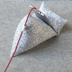 My Favorite Sewing Gadget - MadamSew Sewing Lessons, Sewing Blogs, Sewing Hacks, Sewing Crafts, Diy Ipad Stand, Tablet Stand, Sewing Caddy, Diy Cushion, Small Sewing Projects