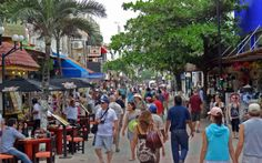 La Quinta Avenida Playa del Carmen.