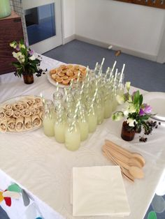 Homemade cloudy lemonade for Little Miss' birthday party- delicious! #milkbottles #firstbirthday #party #yummo