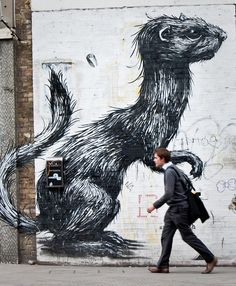 Roa art on walls, Shoreditch - London http://restreet.altervista.org/roa-rappresenta-la-sofferenza-della-fauna-causata-dalluomo-2/