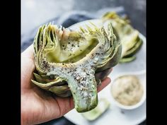 How to cook artichokes perfectly each time - Here's the perfect foolproof recipe on how to cook artichokes! These artichokes are boiled so that you get a tender artichoke heart. Side Dish Recipes, Lunch Recipes, Vegetable Recipes, Easy Dinner Recipes, Paleo Recipes, Easy Meals, Cooking Recipes, Lunch Foods, Cooking Rice
