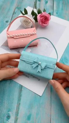 DIY Origami Paper Tote Bag for Women Art - el isi - Geschenkideen Diy Crafts Hacks, Diy Crafts For Gifts, Diy Home Crafts, Diy Arts And Crafts, Creative Crafts, Diy Projects, Wood Crafts, Simple Crafts, Clay Crafts