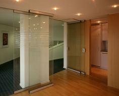 HAWA-Aperto 60/GL  Tabiques deslizantes y apilables para paneles de cristal o madera Hawa AG, para separar ambientes en interiores como en exteriores. Podes leer la nota completa en http://www.arqa.com/ese/novedades-mercado/divisiones-moviles-para-interiores-y-exteriores-por-hawa.html