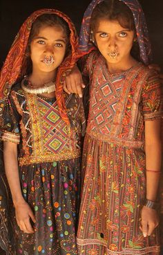 Girls from the Jat tribe, a hidden tribe in Gujarat, India. Photo by Retlaw Snellac.