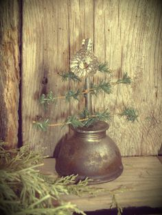 From Daughternature Primitive Folk Art - Oh my, I have this oil can and the clip on top!  I am making this for sure!