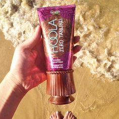 Rock a beachin' bod regardless of the forecast. Get glowin' with one coat or layer it on to make your TANtasy come true!