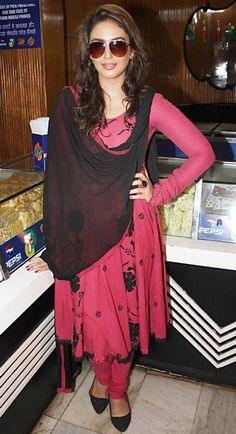 Whatever Huma Qureshi wears she looks sensational. Bollywood Actress Huma Qureshi is excited for her latest release Ek Thi Daayan. The girl. Hot Actresses, Indian Actresses, Huma Qureshi, Bollywood Actress, Bollywood Fashion, Indian Celebrities, India Fashion, Hottest Photos, Cute Girls