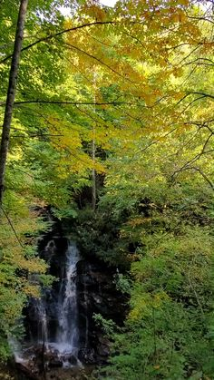 Nc Waterfalls, Beautiful Waterfalls, Vacation Places, Vacation Ideas, States America, United States, Most Visited National Parks, Waterfall Hikes, Mountain Vacations