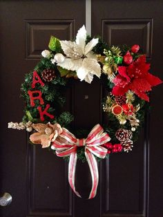 DIY Christmas wreath - See more stunning DIY Chrsitmas Wreaths at DIYChristmasDecorations.net!