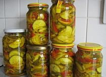 Pyszna domowa kiełbasa w słoikach. Składniki : 2 kg m… na Stylowi.pl Antipasto, Ratatouille, Pickles, Cucumber, Salads, Stuffed Peppers, Canning, Vegetables, Recipes