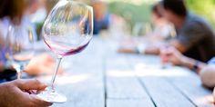 Los enólogos hablan habitualmente de  la importancia de decantar el vino, sobre todo los vinos con un mayor envejecimiento. Pero… ¿Para qué se decanta el vino?