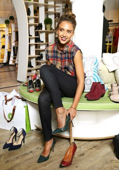 jessica alba - green pumps, denim leggings, cute sleeveless blouse.
