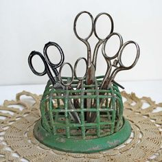 Flower Frog Green Chippy Paint - An Eclectic Office or Craft Room - 15 Great Examples of Fun and Vintage Office Organizing Ideas Metal Flowers, Vintage Flowers, Vintage Floral, Vintage Scissors, Small Scissors, Sewing Crafts, Diy Crafts, Vintage Sewing Notions, Flower Frog