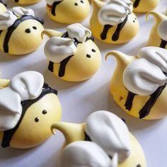 Baking Cupcakes, Cupcake Cookies, Oreo Cupcakes, Macarons, Meringue Kisses, Meringue Cookies, Cosmetology Cake, Fondant Animals, Cute Desserts