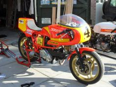 Mr Temple's JB Racing Ducati 500 with his RGM triumph in background