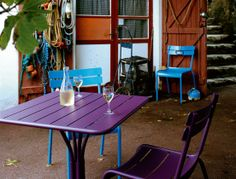 De tuinmeubels van fermob zijn in verschillende kleuren te verkrijgen, bezoek onze winkel Loft76 in Roermond of onze webshop: www.kleureninterieurshop.nl