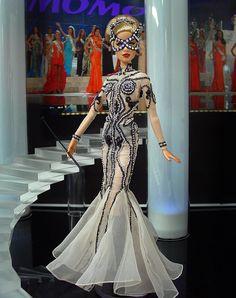 Barbie Miss Las Vegas 2012 by Ninimomo Dolls White Pageant Dresses, Pageant Gowns, Barbie Gowns, Barbie Clothes, Fashion Royalty Dolls, Fashion Dolls, Jean Paul Gaultier, Miss Pageant, Barbie Miss