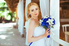 Букет невесты. Белые лилии и синие розы.
