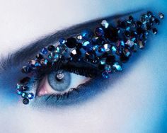 INSPIRATION: Sparkle & shadow extends with blue impact. PHOTO: Monika Robl