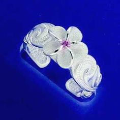 Beautiful Sterling Silver Hawaiian Flower Toe Ring is going up for auction in just a bit on Wed, Apr 17 with a starting bid of $8 in the Early Bird Bazaar Auction at www.Tophatter.com