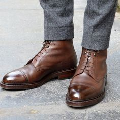 Superbes boots en cuir grainé marron de chez Crockett & Jones #shoes #menshoes #crockettandjones #style #menstyle