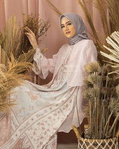 "Wearing Klamby on Instagram: ""Lalika Outer color Pink Lace - Old Rose - Cinnamon - Milk Tea ! Mewah 😍⠀ Level up your look Lalika Outer Klamby, effortlessly elegant ❤️⠀ ⠀…"" Old Rose, Hijab Dress, Milk Tea, Level Up, Pink Lace, Elegant, How To Wear, Color, Instagram"