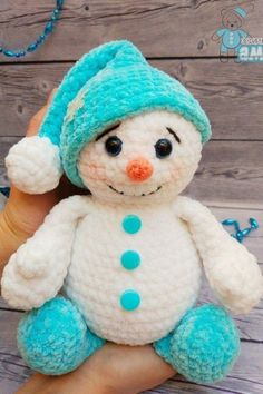 Free pattern using Himalaya baby yarn This crochet plush snowman toy is too cute! Amigurumi snowman toy like this is soft, squeezable for kids to touch and play. Use this free pattern to make perfect gift or home decoration. Crochet Easter, Crochet Snowman, Crochet Amigurumi, Cute Crochet, Amigurumi Patterns, Crochet Dolls, Crochet Baby, Crochet Christmas Decorations, Christmas Crochet Patterns