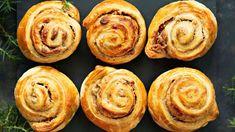 Piparkakku-vaniljakierteet No Bake Desserts, Vegan Desserts, Breakfast Time, Croissant, Healthy Treats, I Love Food, Pesto, Muffin, Brunch