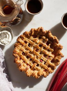 Pin for Later: 20 Variations on Apple Pie You Haven't Tried Yet Rhubarb Apple Pie Get the recipe: rhubarb apple pie