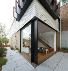 Elliott Ripper House / Christopher Polly Architect--the design is inspired--very clean and fresh. The design is a little severe for my taste but a few small changes would turn it into a delightful home. Sustainable Architecture, Residential Architecture, Architecture Design, Exterior Design, Interior And Exterior, Black Exterior, Inviting Home, Australian Architecture, Indoor Outdoor Living